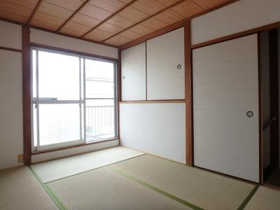 2階和室。温かな和の空間で寛ぎの時間を過ごせます