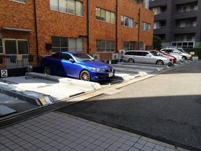 シャトレ代官山アネックスの駐車場です。