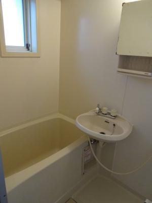 【浴室】クレセントハウス