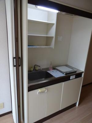 【キッチン】クレセントハウス
