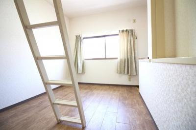 《洋室6.5帖》こちらのお部屋には別室があります。入り口は一緒ですが、別々のお部屋を希望のご夫婦には最適ですね。