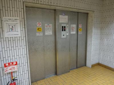 エレベータ2基あります