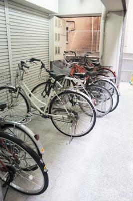 駐輪スペースあり。