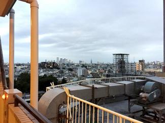 三軒茶屋リリエンハイム(世田谷区) 遠くには新宿副都心が見えます