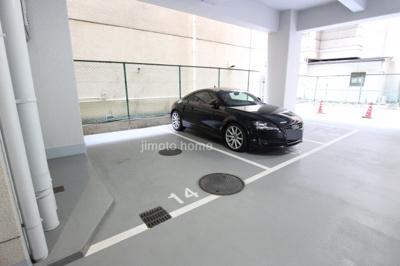 【駐車場】赤いマンション江坂