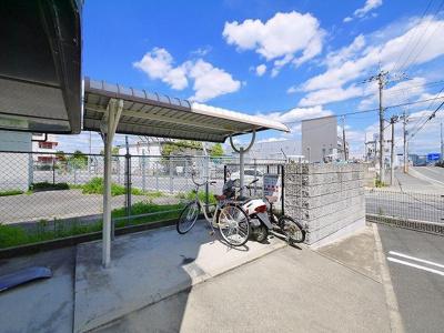 出入りがしやすい自転車置き場です
