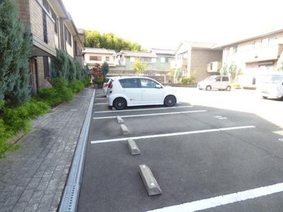 【駐車場】レシェンテ茨木E棟