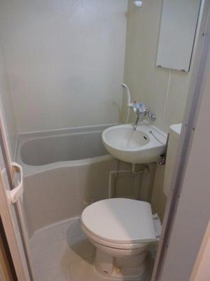 メゾンコダサ 3点ユニットバスで、バストイレは一緒ですが、その分お部屋のスペースを広く使え、また掃除も楽ちんです!