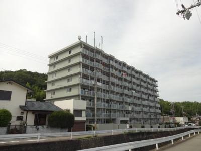 8階建ての分譲マンション