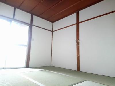 【居間・リビング】タカツキシアマナカノマチカシヤ (株)Roots