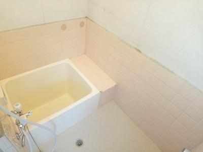 【浴室】タカツキシアマナカノマチカシヤ (株)Roots