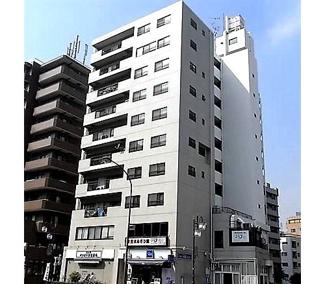 恵比寿駅西口からすぐ近く、生活に便利な立地です。