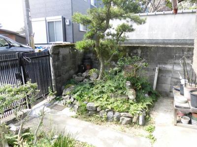 敷地内、庭部分