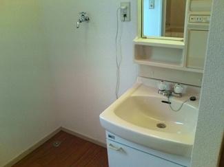 新品洗髪洗面化粧台に変更します