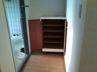玄関に靴箱付いているので、すっきりした玄関がキープできますよ!