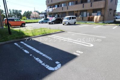 【駐車場】ラ・シャンブルA