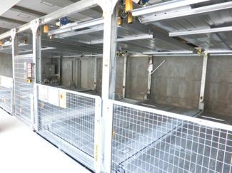 全14台駐車可能な立体駐車場設備!