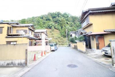 【前面道路含む現地写真】伏見区日野野色町 建築条件付き 土地