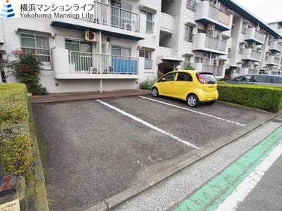 敷地内に駐車場有りです。