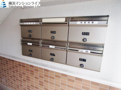 メールボックスはエントランスに設置。