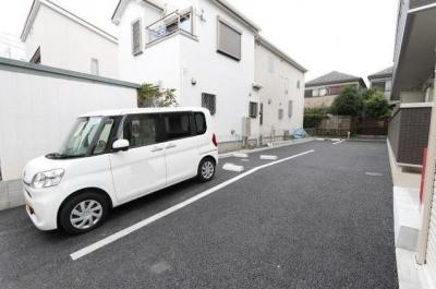 ファーストステージ小田急相模原の駐車場