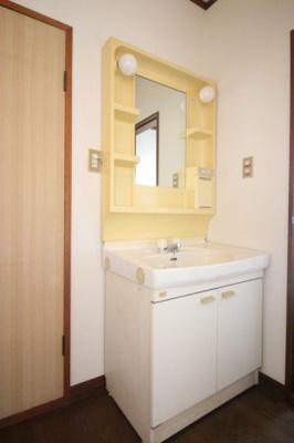 2階にも洗面台があり便利ですね
