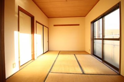 リビング続きの和室です