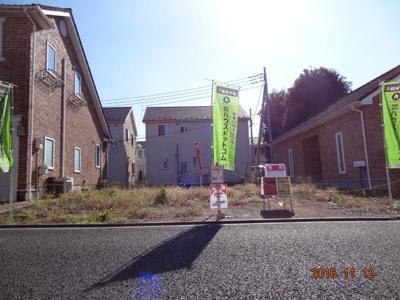 【前面道路含む現地写真】さいたま市緑区三室 土地広々50坪の外壁総レンガの注文住宅用地