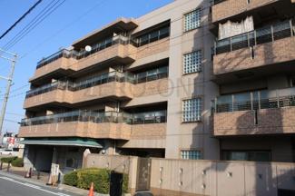 閑静な住宅街に建つリーベスト浜寺昭和町