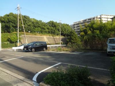 【外観】新田南小学校横駐車場