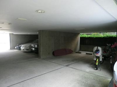 祐天寺イーストの駐車場です。