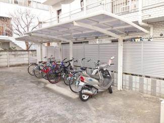 屋根付き駐輪場(無料です!)