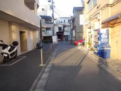 コンシェリア・デュー入谷 建物前(駐輪場の前)