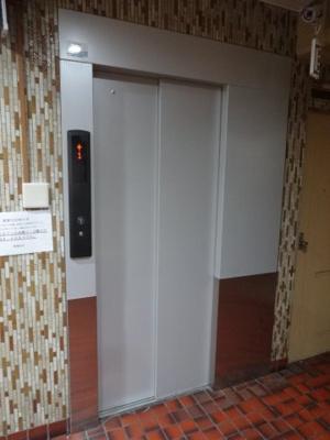 パレストライ21ビル エレベータ