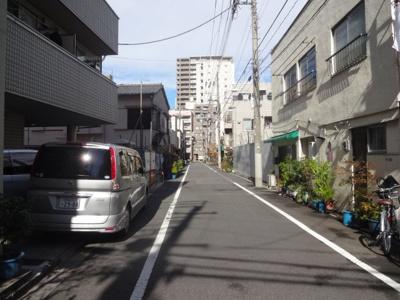 Y's flat入谷(ワイズフラットイリヤ) 建物前