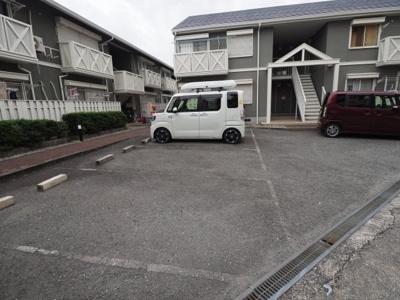【駐車場】ピネスタウンA棟