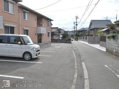 【駐車場】シャーメゾンさくらB