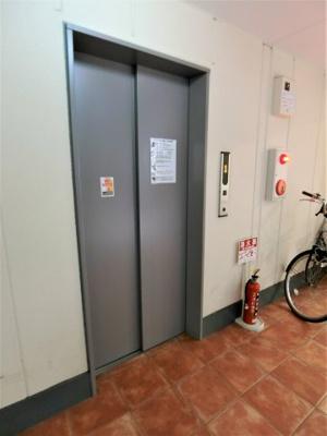エレベーターは1基完備してます!