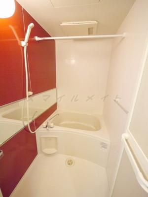 雨の日も安心な浴室乾燥機能付きバスです。