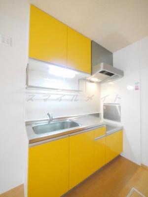カラフルな色合いのキッチン・ガスコンロ持ち込みタイプです。