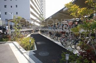 駐輪場など共用部分も充実したマンションです