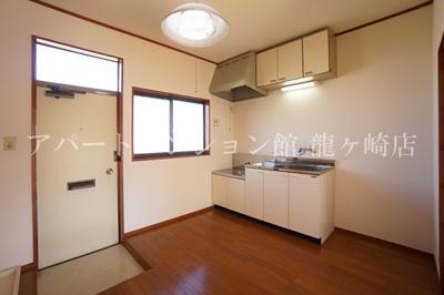 キッチンに窓があります☆※別のお部屋の写真です。