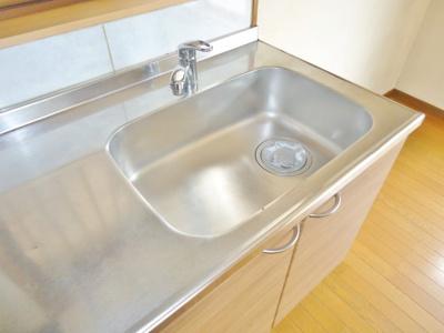 キッチンはシングルレバー水栓です