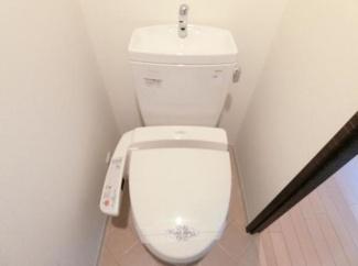 【アドバンス心斎橋グランガーデン】落ち着いた色調のトイレです