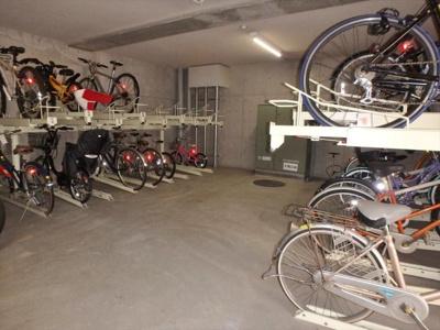 自転車置き場(300円/月額) ※ 鍵付き地下専用室内での保管となります