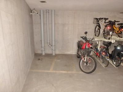 バイク置場(要確認、1,000円/月額) ※ 鍵付き地下専用室内での保管となります