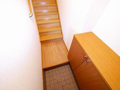 階段に手すりが付いています。