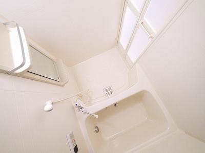 コンパクトなお風呂はお掃除もしやすいです