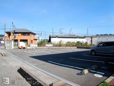 【駐車場】シャーメゾン小松島