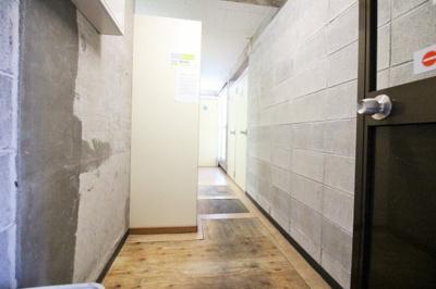 1階には部屋ごとのランドリーがあります。